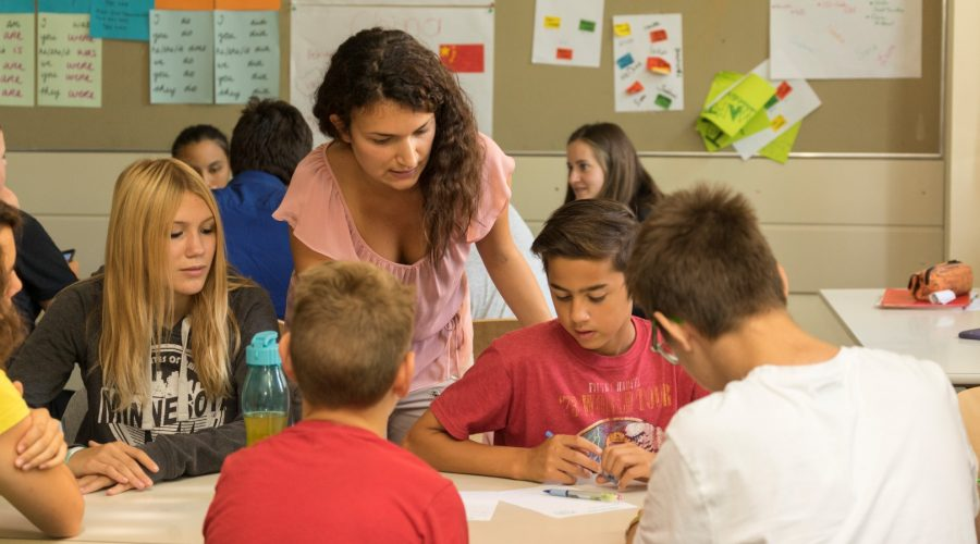Petra Pajic beim Unterrichten
