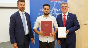 """Foto: Einer der besten Industrielehrlinge Wiens 2018 ist Furkan Gültekin, der als Schüler von Teach For Austria Fellows """"entdeckt"""" und gefördert wurde."""