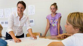 Fellow Elisabeth unterrichtet in der NMS Amstetten. Möglich wird das durch die Kooperation mit dem Land Niederösterreich.